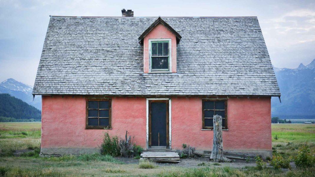 How-to-Save-Money-When-Selling-a-House-on-focuseverything