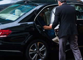 Limo-Hiring-Tips-with-Proper-Navigating-of-Airport-Route-on-focuseverything
